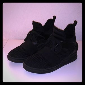 Woman's sneaker wedges